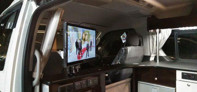 納車準備 テレビモニター取付