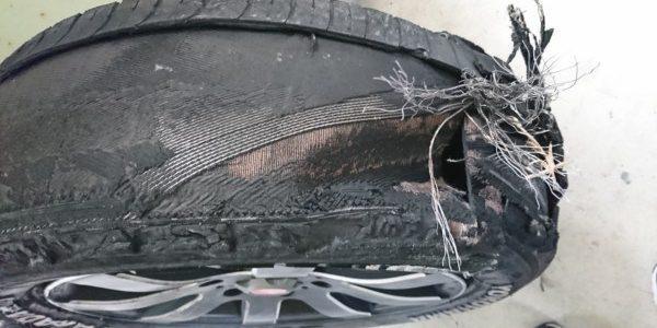 もしタイヤがバーストしてしまったら